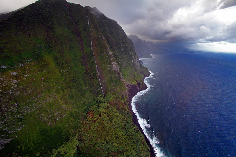 3,000 foot tall sea cliffs on Molokai, Hawaii. Photo by Jim Urquhart/Straylighteffect.com