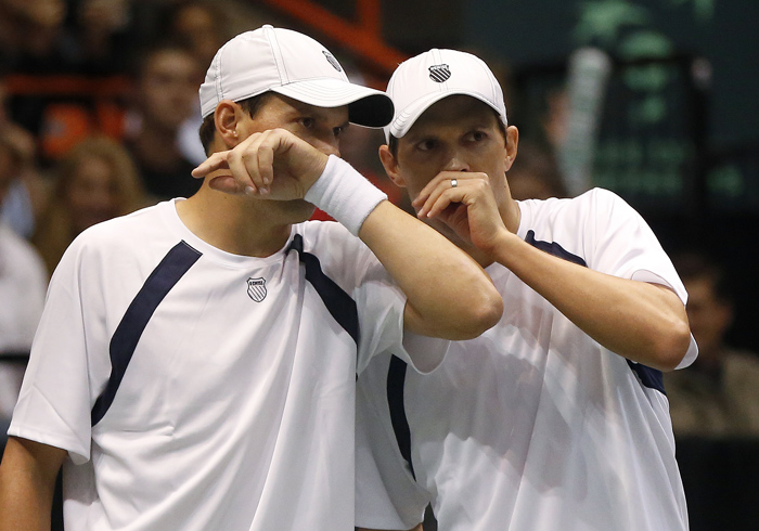 United States' Bob Bryan, left, and Mike Bryan talk during their Davis Cup doubles quarter-final tennis match against Serbia's Ilija Bozoljac and Nenad Zimonjic in Boise, Idaho, April 6, 2013. REUTERS/Jim Urquhart (UNITED STATES)