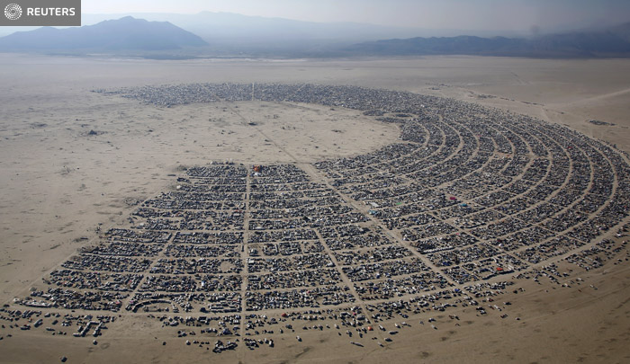 An aerial view of the Burning Man 2013 arts and music festival in the Black Rock Desert of Nevada, August 29, 2013. The federal government issued a permit for 68,000 people from all over the world to gather at the sold out festival, which is celebrating its 27th year, to spend a week in the remote desert cut off from much of the outside world to experience art, music and the unique community that develops. REUTERS/Jim Urquhart (UNITED STATES) FOR EDITORIAL USE ONLY. NOT FOR SALE FOR MARKETING OR ADVERTISING CAMPAIGNS. NO THIRD PARTY SALES. NOT FOR USE BY REUTERS THIRD PARTY DISTRIBUTORS. FOR USE WITH BURNING MAN RELATED REPORTING ONLY
