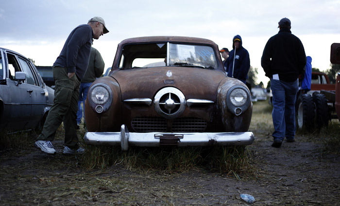 Potential buyers and car enthusiast check out a vintage 1950 Studebaker from the Lambrecht Collection before being put up for auction in Pierce, Nebraska, September 28, 2013. Over 500 classic cars and trucks from an inventory collected by Ray and Mildred Lambrecht will be sold over the weekend. REUTERS/Jim Urquhart  (UNITED STATES)
