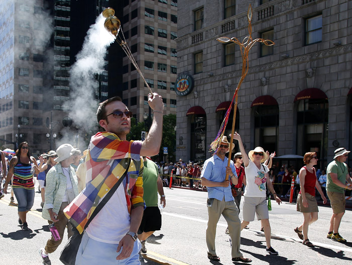Charlie Knuth of the All Saints Episcopal Church swings a censer as he marches in a gay pride parade in Salt Lake City, Utah, June 2, 2013. Both active Mormons and members of the Boy Scouts marched with members of LGBT community and their supporters as part of the Utah Pride Festival. REUTERS/Jim Urquhart (UNITED STATES)