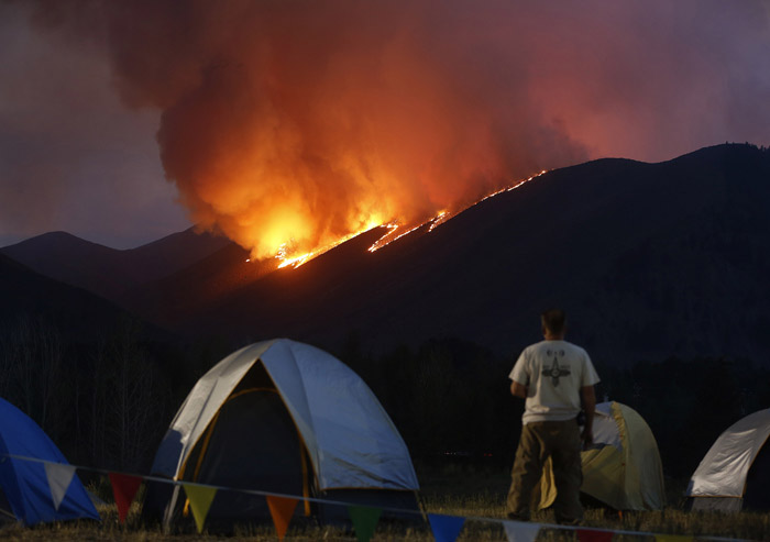 Flames work down a ridge at the Beaver Creek wildfire outside Hailey August 16, 2013. The lightning started fire has consumed more than 64,000 acres and was very active prompting the evacuation of several communities along the highway 75 corridor. REUTERS/Jim Urquhart (UNITED STATES)